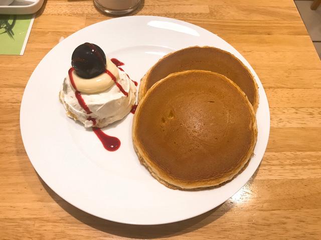 フルーツクリームホットケーキ